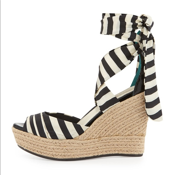 4255333566f UGG Lucianna Striped Wedge